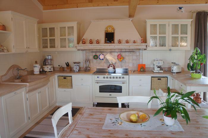 Cucine provenzali colorazioni piano lavoro qualit prezzo - Cucine provenzali moderne ...